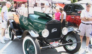Old cars show at applefest
