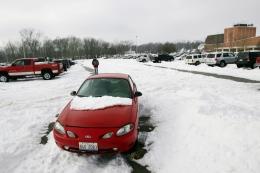 snowing-on-car