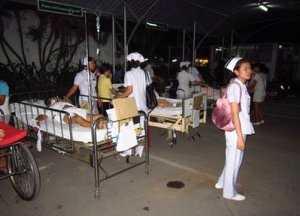 Patients at Chiang Rai hospital are treated on the ground after they were evacuated from a hospital building following an earthquake in Chiang Rai province, northern Thailand Thursday, March 24, 2011. A powerful earthquake struck northeastern Myanmar on Thursday night, killing one woman and shaking buildings as far away as Bangkok. No tsunami was generated. (AP Photo) Thailand Out