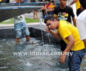 Photos And Videos of Bersih 3.0 Riot (Gambar dan Video Rusuhan Bersih 3.0) (4/6)