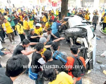 Photos And Videos of Bersih 3.0 Riot (Gambar dan Video Rusuhan Bersih 3.0) (6/6)