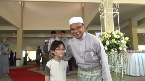 Uncle Nasharudin Mat Isa (R) and I (L) during Uncle Nasha's daughter wedding reception, May 2012