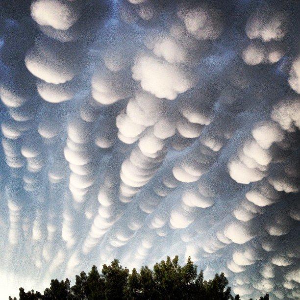 Photos: Rare Cloud Formation In Regina, Saskatchewan (1/6)