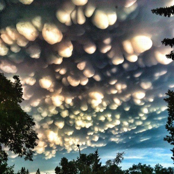 Photos: Rare Cloud Formation In Regina, Saskatchewan (2/6)