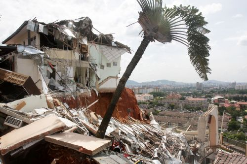 Photos: Landslide In Setiawangsa (3/6)