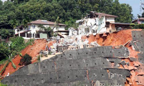 Photos: Landslide In Setiawangsa (2/6)