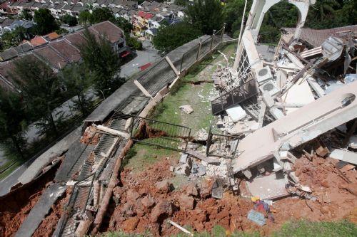 Photos: Landslide In Setiawangsa (6/6)