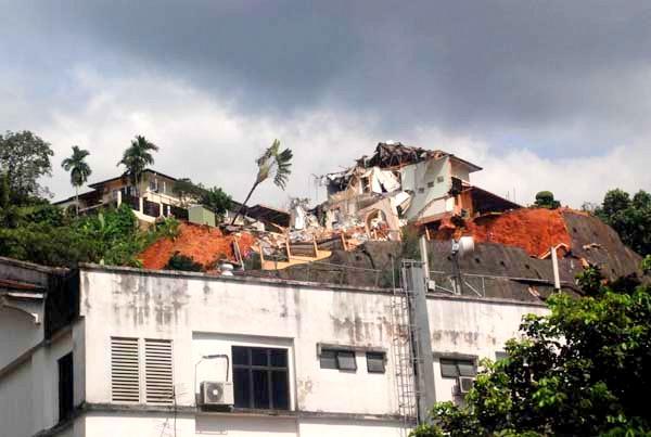 Photos: Landslide In Setiawangsa (4/6)