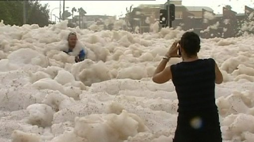 The extreme weather has provided some spectacular images on the Sunshine Coast. (Yahoo News)