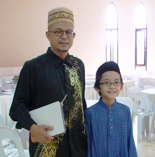 I(R) was very excited to meet one of my favourite politician, Uncle Zulkifli Noordin(L)..