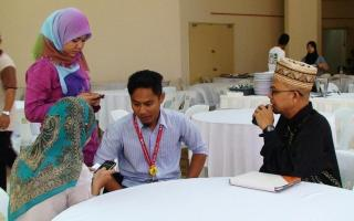 Uncle and aunties from AntaraPos interviewing Uncle Dato' Zulkifli Noordin.