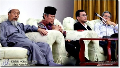 From left, Pak Cik Ismail Mina, Tun Ahmad Fairuz Sheikh, Uncle Azril and Pak Cik Amin. (Photos by jinggo fotopages)