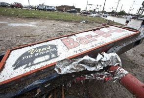 A sign for a local restaurant lies on the ground after a huge tornado struck Moore, Oklahoma, near Oklahoma City, May 20, 2013. A massive tornado tore through the Oklahoma City suburb of Moore on Monday, killing at least 51 people as winds of up to 200 miles per hour (320 kph) flattened entire tracts of homes, two schools and a hospital, leaving a wake of tangled wreckage. REUTERS/Richard Rowe (UNITED STATES – Tags: DISASTER ENVIRONMENT)