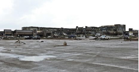 A shopping plaza lies in ruin after a huge tornado struck Moore, Oklahoma, near Oklahoma City, May 20, 2013. A massive tornado tore through the Oklahoma City suburb of Moore on Monday, killing at least 51 people as winds of up to 200 miles per hour (320 kph) flattened entire tracts of homes, two schools and a hospital, leaving a wake of tangled wreckage. REUTERS/Richard Rowe (UNITED STATES – Tags: DISASTER ENVIRONMENT