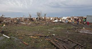 Stripped trees and destroyed houses remain after a huge tornado struck Moore, Oklahoma, near Oklahoma City, May 20, 2013. A massive tornado tore through the Oklahoma City suburb of Moore on Monday, killing at least 51 people as winds of up to 200 miles per hour (320 kph) flattened entire tracts of homes, two schools and a hospital, leaving a wake of tangled wreckage. REUTERS/Richard Rowe (UNITED STATES – Tags: DISASTER ENVIRONMENT)