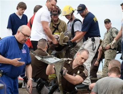REFILE - CORRECTING GRAMMAR IN FIRST SENTENCE Rescue workers help free one of 15 people trapped in a medical building at the Moore hospital complex after a tornado tore through the area of Moore, Oklahoma May 20, 2013. REUTERS/Gene Blevins (UNITED STATES - Tags: ENVIRONMENT DISASTER)