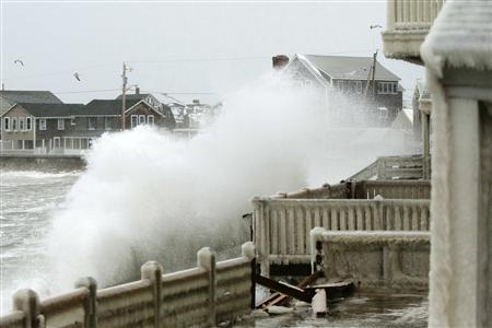 Waves crash into houses on Lighthouse Road during a winter nor'easter snow storm in Scituate, Massachusetts January 3, 2014. REUTERS/Dominick Reuter.