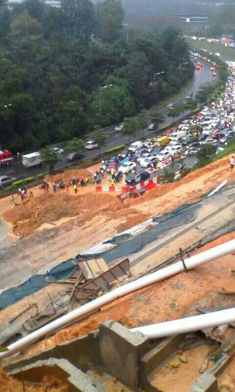 The landslide in front of Wisma Tani, January 7, 2014.