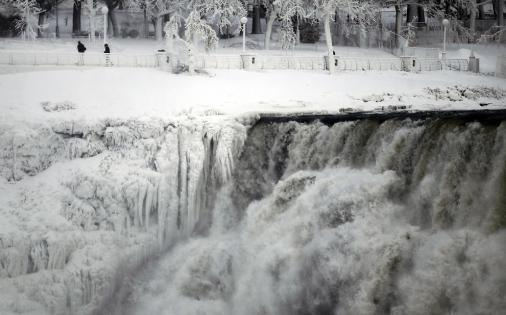 """The U.S. side of the Niagara Falls is pictured in Ontario, January 8, 2014. The frigid air and """"polar vortex"""" that affected about 240 million people in the United States and southern Canada will depart during the second half of this week, and a far-reaching January thaw will begin, according to AccuWeather.com. (REUTERS/Aaron Harris)"""