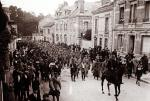 An archive picture shows captured Germans soldiers marching through Chalons en Champagne, Eastern France September 1915. (REUTERS/Collection Odette Carrez)
