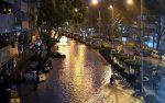 Beberapa kenderaan terperangkap di Jalan Ipoh ekoran banjir kilat yang melanda - BERNAMA.