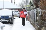 Picture Shows A postal worker trudging through the snow near Barnsley in South Yorkshire. Ian Hinchliffe / Rossparry.co.uk