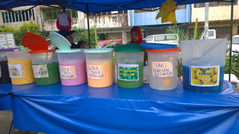 One of the stalls that sells bright coloured cold drinks at the Bazzaar Ramadhan, on the right is the Blue Lemon.