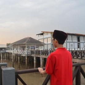 We reached the resort during low tide and we can see the muddy ground of the mangrove swamp below the piers.