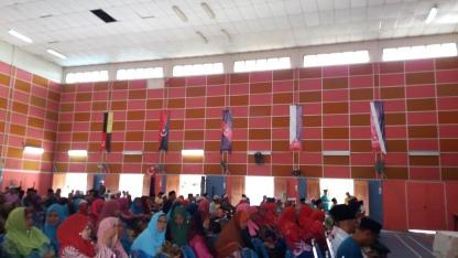 The mistakes in the design of the vertical district flags of Muar, Batu Pahat, Kluang, Mersing and Kota Tinggi flags at Felda Bukit Ramun in Kota Tinggi, Johor.