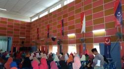 The mistakes in the design of the vertical district flags of Kulai, Johor Bahru, Pontian, Segamat, and Tangkak flags at Felda Bukit Ramun in Kota Tinggi, Johor.