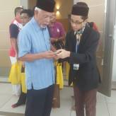 I was giving Tan Sri Shahrir my blog address.