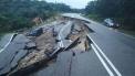 KEADAAN tanah runtuh di Kilometer 16 Jalan Jemaluang-Mersing, Mersing, Johor, mendap dan runtuh awal pagi ini hingga mengakibatkan sebuah kereta dipandu warga emas terbabas dalam gaung. Gambar diambil daripada Utusan Online