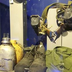 Pameran pakaian seragam dan kelengkapan pengganas.