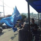 "Mengibar bendera BN sambil menyanyi ""Perajurit Tanah Air"""