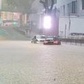 Dua kereta meredah Jalan Tun Perak yang dinaiki air berikutan hujan lebat di sekitar Lembah Klang petang tadi. - Gambar ihsan Utusan Online