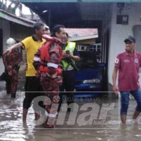 Keadaan banjir kilat di Kampung Datuk Keramat di ibu negara petang tadi. (Gambar ihsan Sinar Harian)