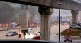 KEADAAN banjir di hadapan LRT Setiawangsa. (Gambar ihsan Berita Harian)