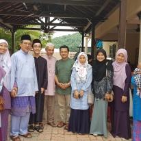 Gambar bersama Dr. Yusri, Aunty Hamiliya, dan berberapa rakan-rakan daripada YADIM.