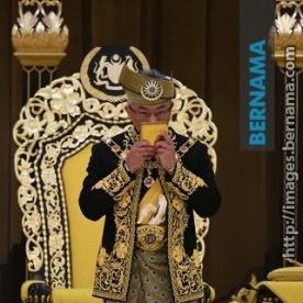 Gambar sekitar istiadat pertabalan Kebawah Duli Yang Maha Mulia Seri Paduka Baginda Yang di-Pertuan Agong XVI Al-Sultan Abdullah Ri'ayatuddin Al-Mustafa Billah Shah ibni Almarhum Sultan Haji Ahmad Shah Al-Musta'in Billah di Istana Negara pagi tadi. Gambar ihsan BERNAMA