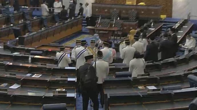 Adakah Penjarakan Sosial Terkawal di Parlimen?(Gambar)